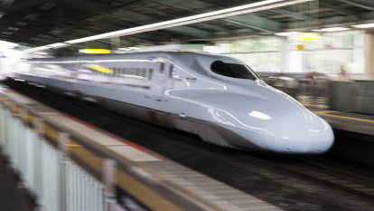 Labor to spend $1b on bullet train route from Melbourne to Brisbane via Sydney