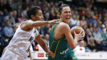 Tess Madgen on the ball for the Australian Opals.