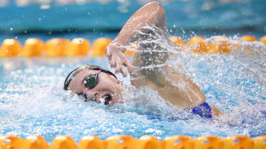 Ariarne Titmus gets through her work in the 400m freestyle.