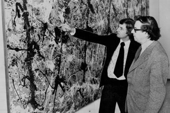 Mollison looking at Blue Poles with NSW Art Gallery director Peter Laverty in 1974.