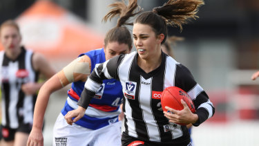 Chloe Molloy breaks free during Collingwood's  semi-final match against the Bulldogs on September 7.