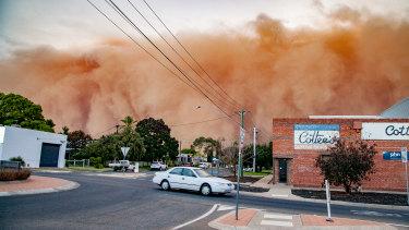 A dust storm hits Mildura in May 2019.