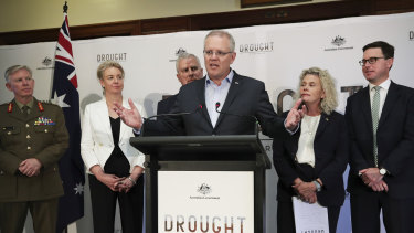 Coordinator-General for Drought Major General Stephen Day, Minister for Regional Services, Sport, Local Government and Decentralisation Bridget McKenzie, Deputy Prime Minister Michael McCormack, Prime Minister Scott Morrison, NFF President Fiona Simson and Minister for Agriculture and Water Resources David Littleproud.