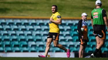 Robbie Farah ran at training on Monday, but is considered a long shot to play in the final round clash against the Sharks.