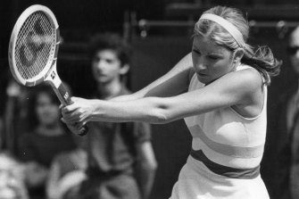 Chris Evert defends her Wimbledon title with a double-handed backhand.