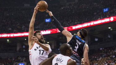 United's Josh Boone guards Toronto Raptors guard Jonas Valanciunas.