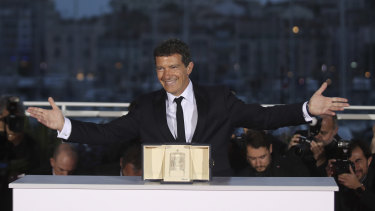 Best actor winner Antonio Banderas.