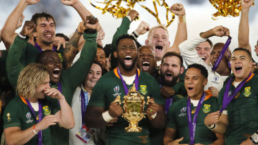 Siya Kolisi lifts the Rugby World Cup trophy after victory in 2019.