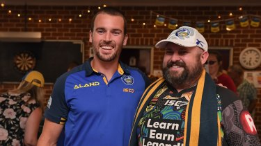 Clint Gutherson poses with a fan at a meet and greet in Bega.