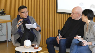 Bai Taotao (left), the founder of Beijing Happy Space with Morris Gleitzman.