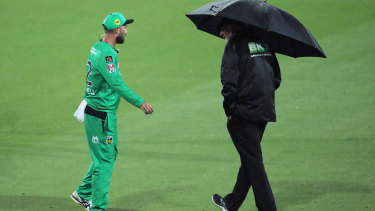 Stars captain Glenn Maxwell speaks to an umpire after play was suspended due to rain. The match was eventually abandoned.