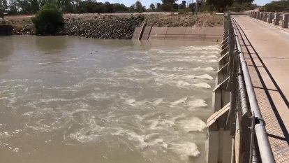 Big inland flows to fill Menindee Lakes for first time in five years