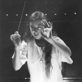 Simone Young in 1987 conducting the Australian Opera.