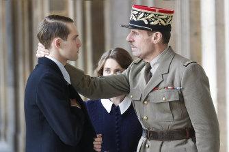 Felix Back and Lambert Wilson in de Gaulle.
