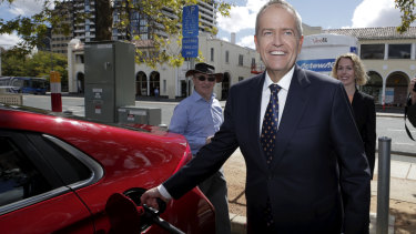 Opposition Leader Bill Shorten has been lampooned for suggesting electric vehicles can be charged in 8 minutes.