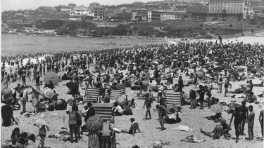 A crowded Bondi Beach during the January 1939 heatwave.