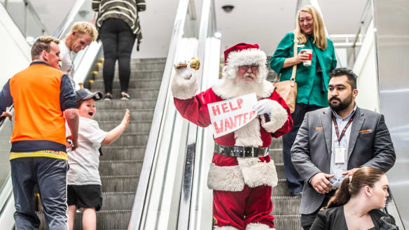 The search for Canberra shopping mall Santas is now desperate