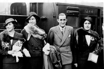 """""""Tennis stars for Australia -- Members of the lawn tennis team who left London for Australia and New Zealand. Left to Right: Miss Dorothy Round, Evelyn Dearman, G.P. Hughes and Nancy Lyle. November 05, 1934."""""""