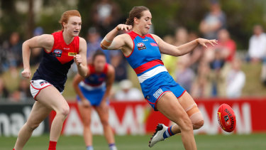 Izzy Huntington in fine goal-kicking form for the Dogs