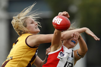 Hawthorn's Kate Dudley in the VFLW match against the Southern Saints.