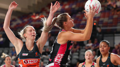Giants remain winless after eight-goal defeat at hands of Adelaide
