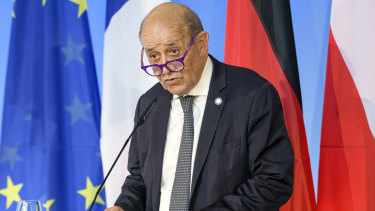 French Foreign Minister Jean-Yves Le Drian says Australia and the US have betrayed France with the submarine deal.