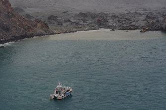 The operation to recover bodies from White Island after Monday's volcanic eruption continued on Saturday.