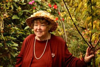 Gardening writer Shirley Stackhouse at her Willow Close, Killara home in 2005.