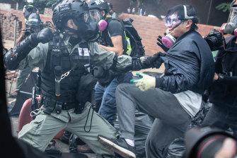 Police arrest protesters at Polytechnic Uni on November 18.