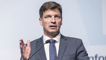 Federal-state energy deals loom as Victoria faces 'dangerous cocktail'