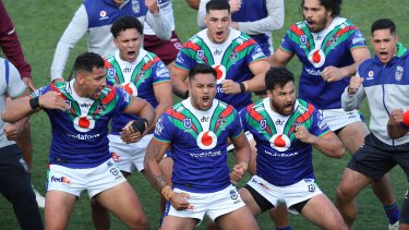 The Warriors pay tribute to Adam Blair for his final game by performing the 'haka'.