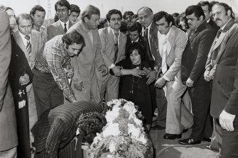 Laura Kablan, at the graveside of her husband Kablan Fahd in 1975.