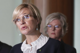 Zali Steggall has crossbench support for her private climate change bill.