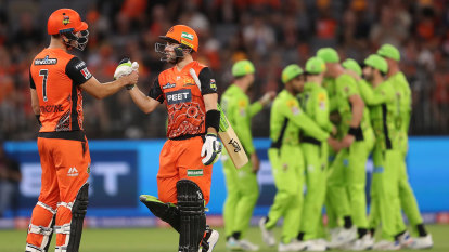 Thunder smashed by Scorchers as Doggett drops three catches