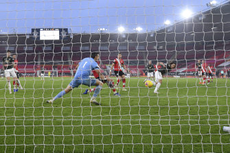 Manchester United's Edinson Cavani scores his side's third goal against Southampton at St Mary's on Sunday.