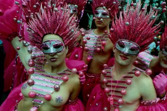 Glitz and theatricality moved on to the street: 1998 Gay Mardi Gras