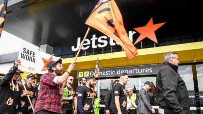 Jetstar CEO says he will not bow to 'unsustainable' union demands