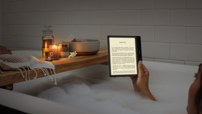 New Kindle Oasis is a beautiful but too-expensive e-reader