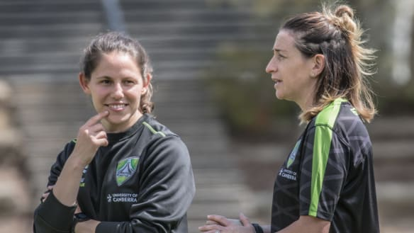 Canberra United wait on Ellie Carpenter, but add Ash Sykes as coach
