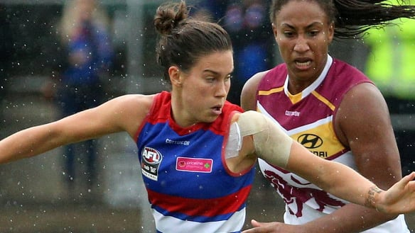 Bulldogs win thrilling AFLW grand final
