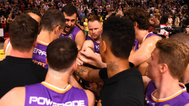 The Sydney Kings wrapped up the minor premiership on Friday night.