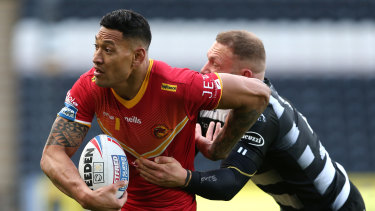 Israel Folau had a hand in Catalans' last-gasp win over Hull in what was his first Super League appearance on British soil.