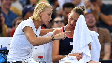'It's not over ... you know this': Rennae Stubbs gives a motivational and tactical talk to Karolina Pliskova during the Brisbane final.