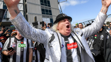 Jeffrey 'Joffa' Corfe leads the Magpie Army in song outside the MCG before the 2018 grand final loss against West Coast.