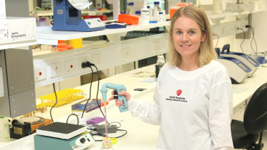 QIMR research Dr Kate Lineburg is part of the team which has found a link between how the immune system responds to the common cold and COVID.