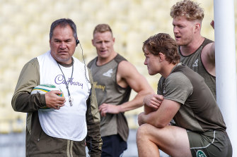 Dave Rennie speaks with captain Michael Hooper as Matt Philip watches on at training.