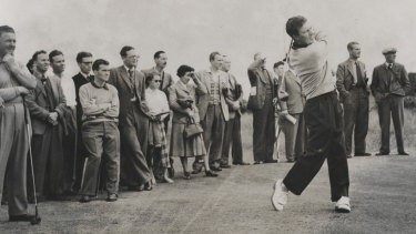 Thomson defends his British Open title at St Andrews in 1955.