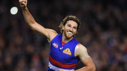 As it happened: Bulldogs stun Geelong, Eagles humiliate Fremantle