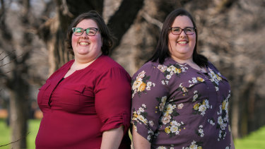 Deanne (left) and Rachel Elliott are part of a study of thousands of sets of twins aimed at finding what boosts resilience during the pandemic.