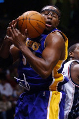 Horace Grant in action for the Lakers in 2004.